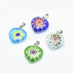 main pendentifs en verre millefiori, conception de fleur unique, avec les résultats en laiton, cœur, platine, couleur mélangée, 17~19x15~16x4~6 mm, trou: 2x4 mm(LAMP-O016-02A)