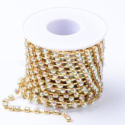 Chaînes en laiton avec strass, avec bobine, strass chaînes de tasse, non plaqué, sans nickel, cristal ab, 4mm, environ 10 yard / rouleau(CHC-T002-SS18-02C)