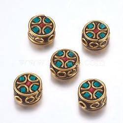 Perles Indonésiennes manuelles, avec les accessoires en laiton, sans nickel, plat rond, non plaqué, verte, 12~13x6~7.5mm, Trou: 2mm(IPDL-F023-28A)