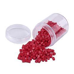 Perles de rocaille en verre de couleurs opaques, trou rond, cube, rouge, 3~7x3x3mm, trou: 0.5 mm; environ 400 / boîte(SEED-JP0002-A22)